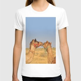 Animal love, Rajasthan, India T-shirt