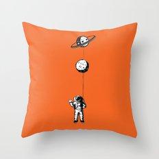 Niño moon Throw Pillow