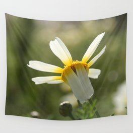 Loves me, loves me not daisy Wall Tapestry