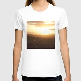 Salisbury Crags overlooking Edinburgh at sunset 3 T-shirt