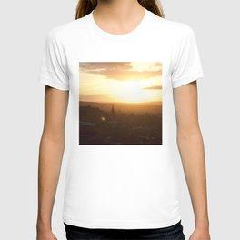 Salisbury Crags overlooking Edinburgh at sunset 3 T-shirt
