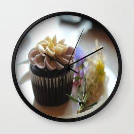 Cupcake avec les fleurs  Wall Clock