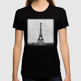 Eiffel tower in B&W with painterly effect T-shirt