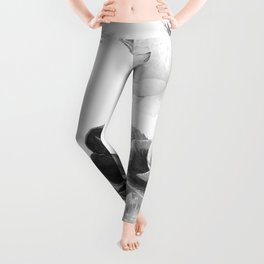 grayscale poenies and roses Leggings