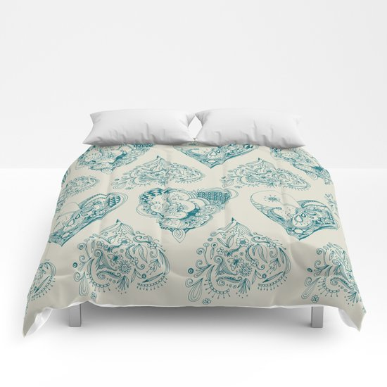 Blue and beige tangled heart pattern Comforters