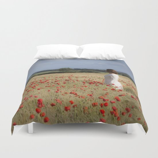 Waiting in the field Duvet Cover