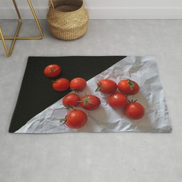 Red ripe tomatoes Rug