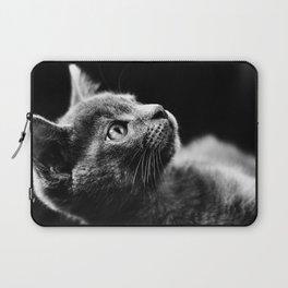 kitten looking up Laptop Sleeve