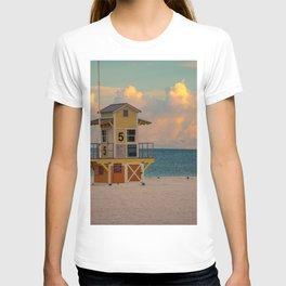 Clearwater Beach Florida Lifeguard Hut Ocean Blue Sunrise Print T-shirt