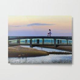 La niña y el puente Metal Print