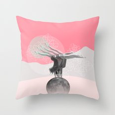 L'équilibre Throw Pillow