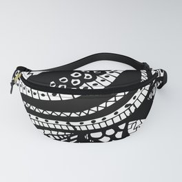 Free Hand Wavy Pattern Black and White Drawing Fanny Pack