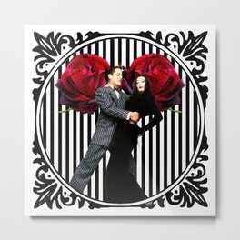 Gomez and Morticia Striped Round Metal Print