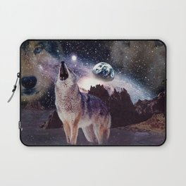 Wolf in the moon howling at the earth Laptop Sleeve