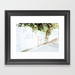 Plantas Framed Art Print