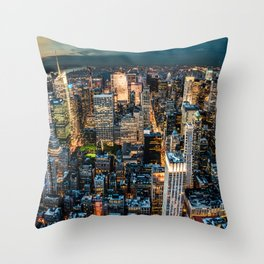 NYC never sleeps Throw Pillow