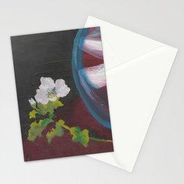 Fiore bianco con vaso d'acqua. Flowers and leaves. Fleur et feuilles. Stationery Cards