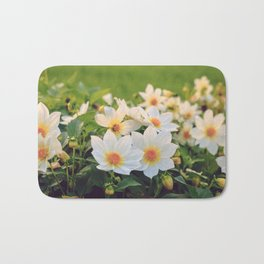 Dahlia White Flowers Outdoors Flowerbed Solar Rays Bath Mat