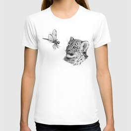Snow leopard cub and dragonfy G148 T-shirt