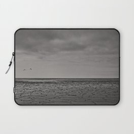 Two birds and a frozen sea Laptop Sleeve