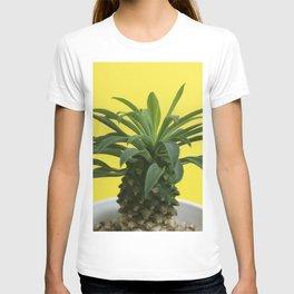 Euphorbia hypogaea(yellow) T-shirt