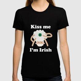 Kiss Me Im Irish Sheep Funny St Patricks Day Pun T-shirt