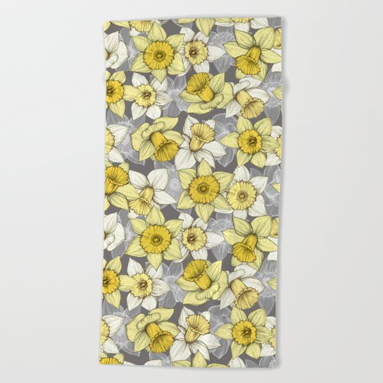 Daffodil Daze - yellow & grey daffodil illustration pattern Beach Towel