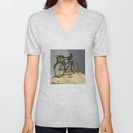 Old bicycle Zvonekmakete Unisex V-Neck