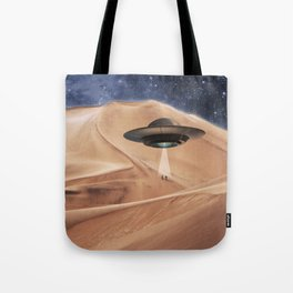 ALIEN DESERT ABDUCTION Tote Bag