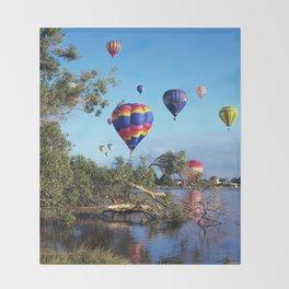 Hot air balloon scene Throw Blanket