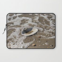 Clam shell against the tide Laptop Sleeve
