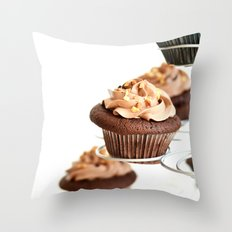 nutella cup cake Throw Pillow