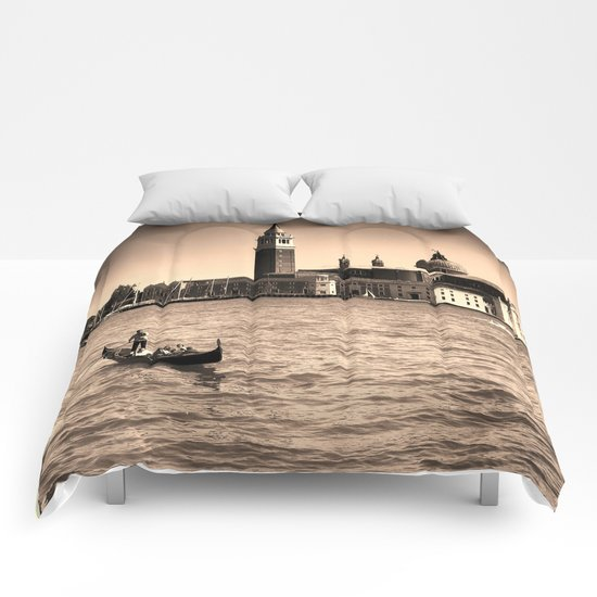 A perfect day in Venice Comforters