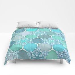 Frozen Mint Honeycomb - Doodle Hexagon Pattern Comforters