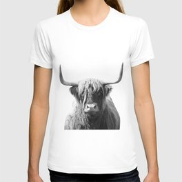 Highland cow | Black and White Photo T-shirt