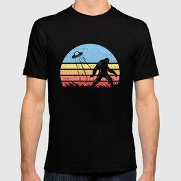 Sasquatch Bigfoot Alien UFO believer Gift Shirt T-shirt
