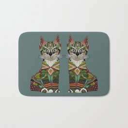pixiebob kitten juniper Bath Mat