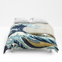 The great wave, famous Japanese artwork Comforters