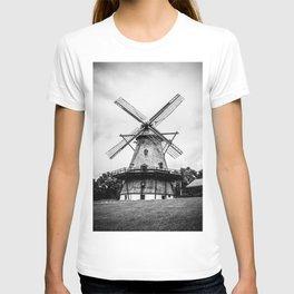 Historic Dutch Fabyan Windmill Hollan Smock Mill Geneva Illinois Black and White T-shirt