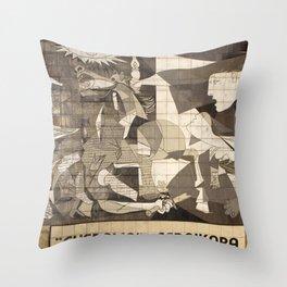 Pablo Picasso - guernoca Throw Pillow