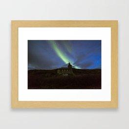 Kong Oscar IIs kapell under aurora sky Framed Art Print