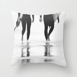 Catch a wave III Throw Pillow