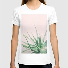 Minimal Aloe on pink background - Aloe Photography T-shirt