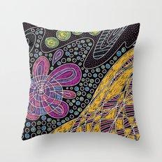 Garabatos Glojag Throw Pillow