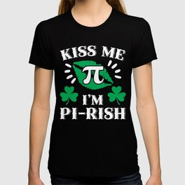 Kiss Me I'm Pirish St Patricks Math graphic T-shirt
