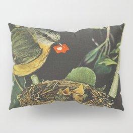Birdie likes Pillow Sham