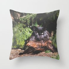 The king of the cats Throw Pillow