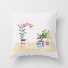A flowery feeling Throw Pillow