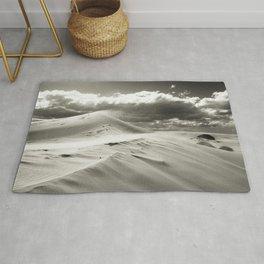 Peaceful White Sands Desert Dunes With Elegant Shadows Rug