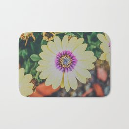 bright African daisy Bath Mat